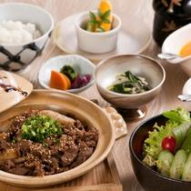 〈ブラックアンガスビーフの焼肉と糸島産直送の野菜サラダ御膳〉お肉がたっぷりのランチメニュー♪