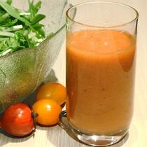 〈日替わりスムージー〉ビタミンや食物繊維を含み、美容と健康にいいとされるスムージー。
