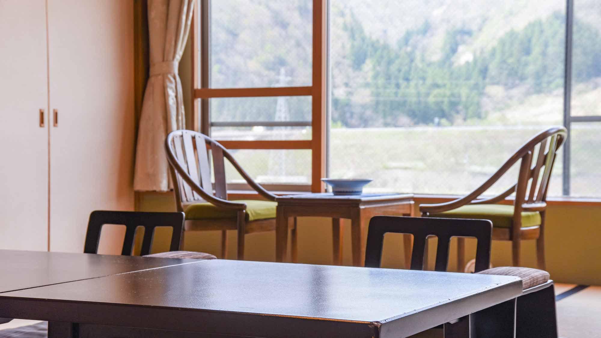 *【客室/和室12畳】喧騒を離れて、阿賀の雄大な自然と静かな時間をお楽しみください。