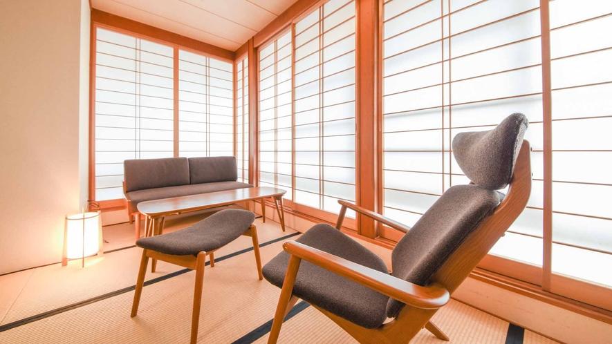 *【客室/和室13畳+8畳(101号室)】疲れにくいイス席をご用意。長時間の宴会利用にもおすすめです