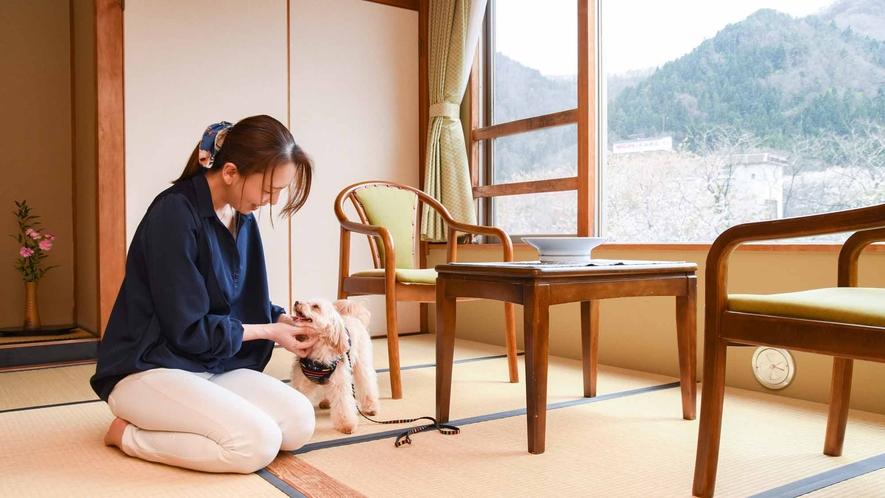 *【客室/わんちゃん同伴】阿賀野川を見ながらお散歩や、リード無しで遊べる館内のわんちゃんデッキ有り。