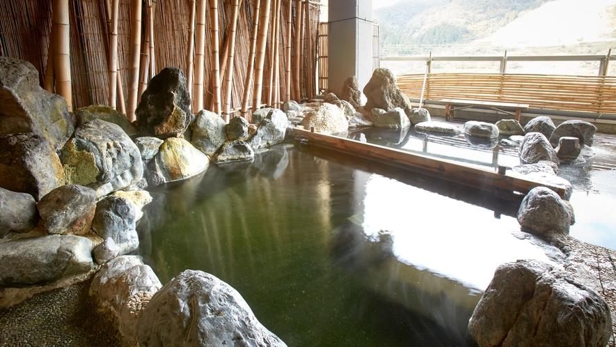 *【温泉/露天風呂】遠くに沈む夕陽を見ることもある最高の見晴らし。眺望と上質な温泉を同時に楽しめます