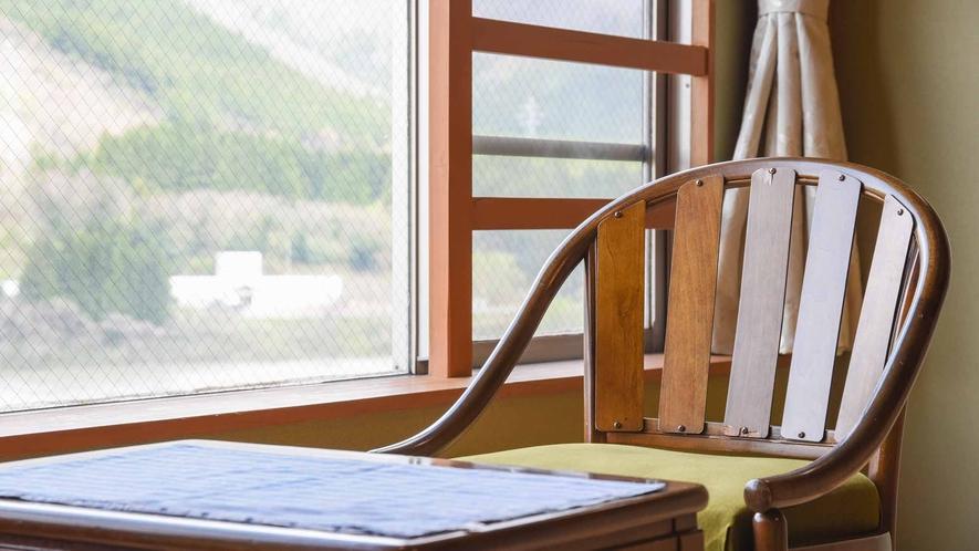 *【客室/和室12畳】窓辺の椅子に座り、旅先の静かな時間をお楽しみください。