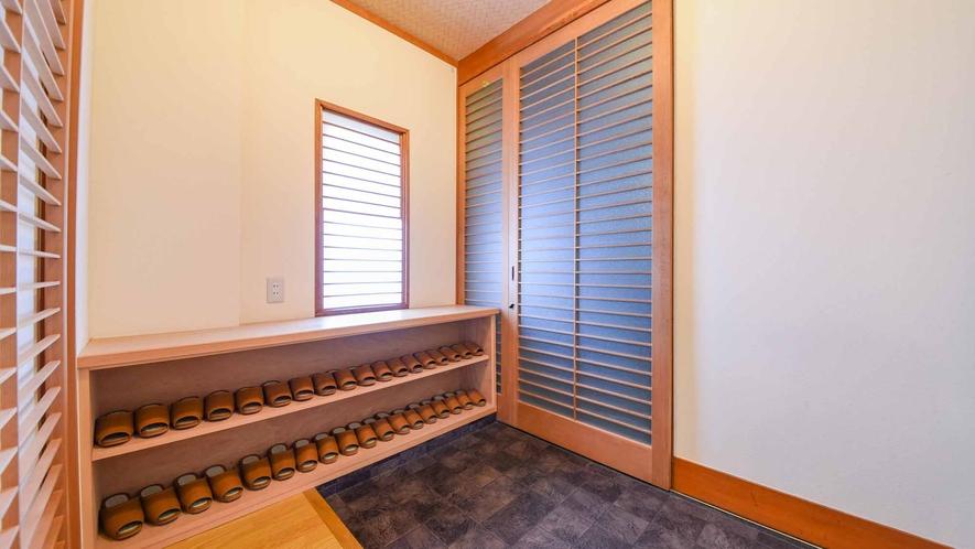 *【客室/和室13畳+8畳(101号室)】最大10名様収容。1階客室のため、入り口からの移動に便利。