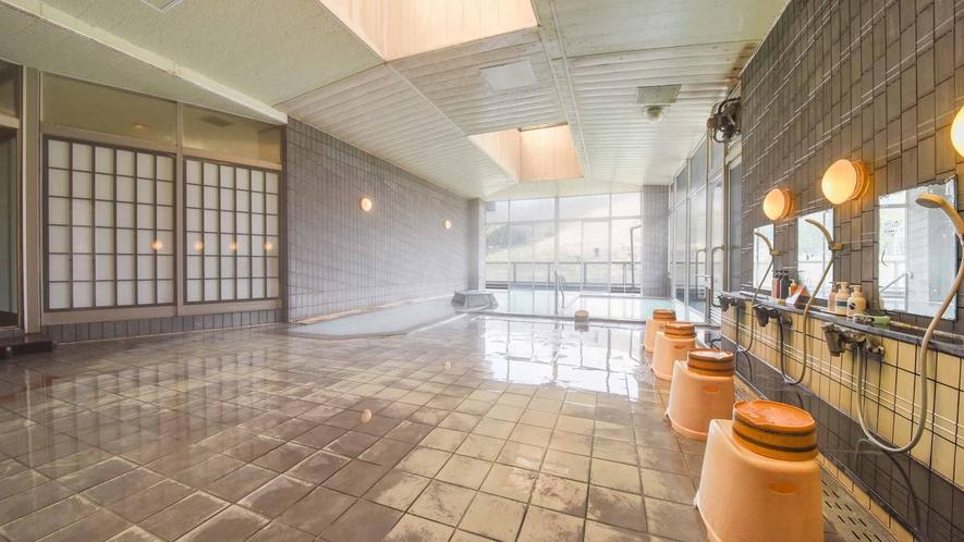 *【温泉/内湯大浴場】大浴場は春~秋、露天風呂は1年中源泉100%のかけ流しとなっております。