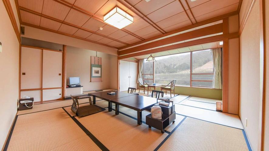 *【客室/和室12畳】どこか懐かしさのある和室。シンプルですがほっと一息落ち着けるお部屋です。
