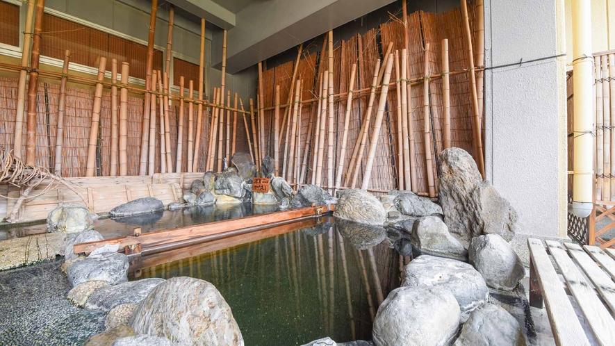 *【温泉/露天風呂】露天風呂は1年中源泉100%かけ流し。湯上り後も冷めにくい、温まりの良いお湯です