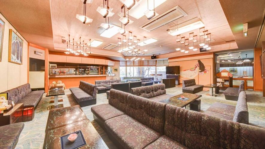 *【館内/ロビー】コーヒーラウンジは1階にご用意。皆様の語らいの場にご利用ください。