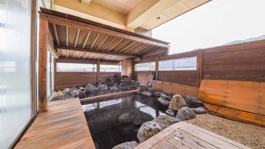 *【温泉/露天風呂】6階の高台からの大展望風呂。阿賀野川を眼下に望む雄大な自然を堪能できます。