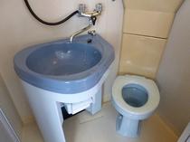 個室シャワータイプとトイレ
