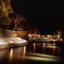 ライトアップされた彦根城お堀