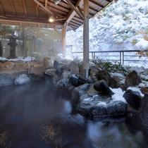 雪の露天風呂「かもしかの湯」
