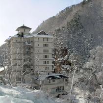 冬の吉川屋外観