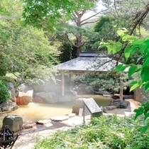 露天風呂『篝火(かがりび)の湯』(夏)