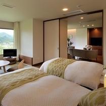 特別室月物語『月虹』ベッドルーム。寝具はシモンズ社のベッドとエアウィーヴ社のマットレスパッドを使用。