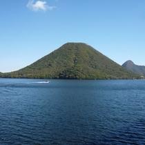 【榛名湖】当館より車で25分。一年を通じて群馬県を代表する観光地の一つとなっています。