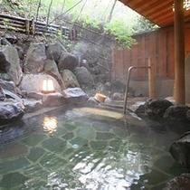 【東館B1・無料貸切露天風呂・「水天宮の湯」まゆみ】時を忘れ、静寂に耳を傾けてください。
