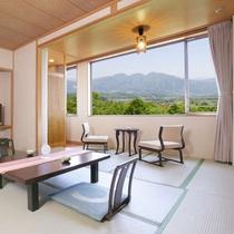 東館最上階・禁煙・和室11畳】全3室。視界を遮るものがない大きな窓が特徴のお部屋です。
