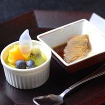 【夕食・甘味】ピスタチヨのクレームブリュレ やわらかわらび餅 甘味の中にブランデーの苦みがききます。