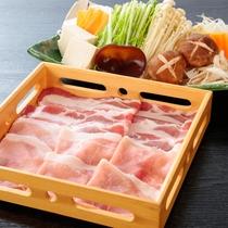 【人気No.2 群馬県産もちぶたしゃぶしゃぶプラン】肉はお替り自由。上質な脂の旨みをご賞味ください。