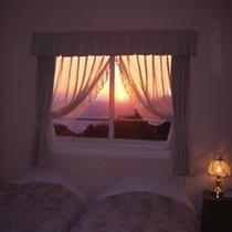 ※夕暮れの客室