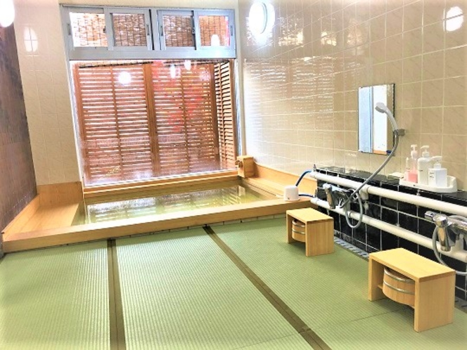 桧風呂 畳敷きの洗い場