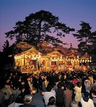 長浜曳山まつりは、毎年4月9日~16日に、長浜八幡宮の春の例祭に合わせ執行されます。