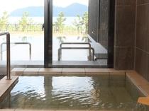 各部屋にある露天風呂と内風呂