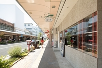 建物の前 海野町商店街