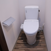 【客室トイレ】バス・トイレはセパレート。お友達同士やカップルにおススメです♪