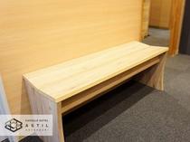 <3・4・7F>には落ち着きのある木目調のベンチを設置しております!