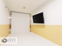 <全寝室>カプセルユニット内から通路側を撮影。広いのゆったりくつろげます。