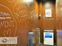 <6F>喫煙スペースには寄せ書きのメッセージを記入して頂いております!