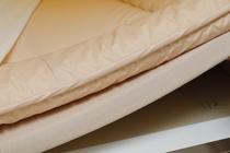 三層式敷き布団。昔ながらの布団のような寝心地です。