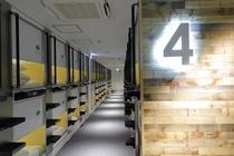 既存のカプセルの概念を変える洗練されたデザインのフロア4階