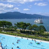 夏季限定オープンの屋外プールは全長約90m!深さ約30cmのお子様用プールも!