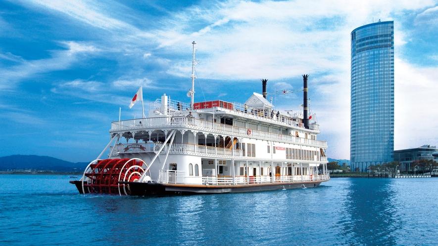 プリンスホテル港より運航している観光船ミシガン
