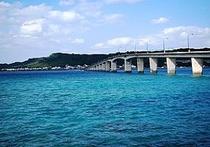 周辺スポット・浜比嘉大橋