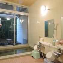 *[女湯の浴場]大人2.3名ほどの少し小さめの浴場となっております