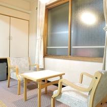 *[和室8畳一例]寛ぎスペースもございます。