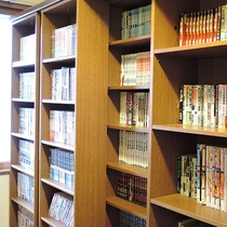 *[館内]2階・本棚<漫画など多数ご用意しております。ご自由にお読み下さい