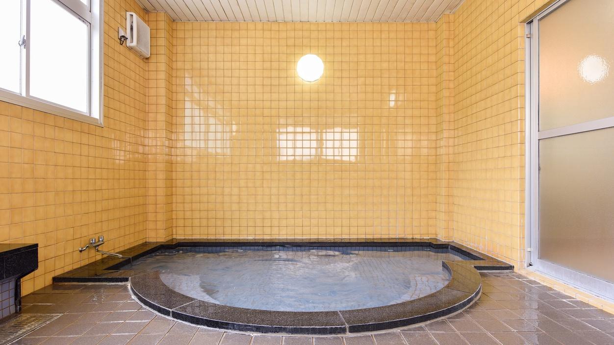 *【男湯大浴場】手足を伸ばしてお湯に浸かると体の芯からほぐれていきます。