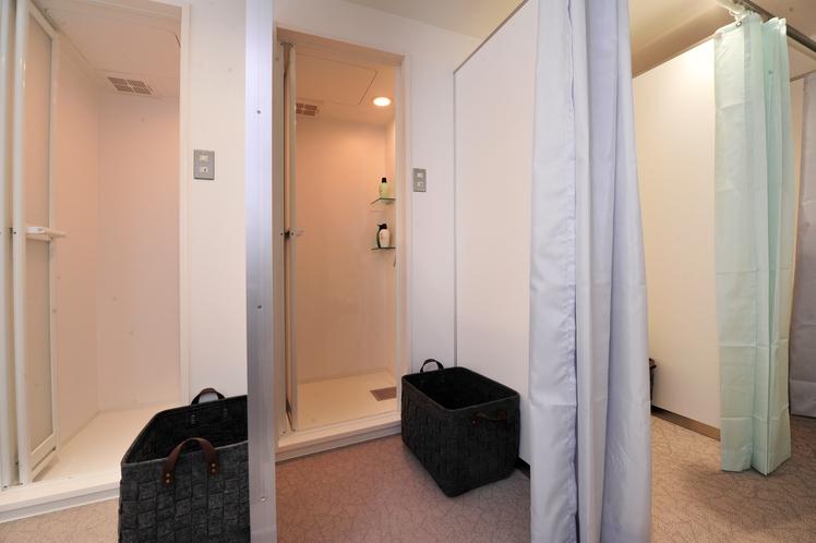 【7F 女性用シャワールーム】夜16:00~朝10:00まで 4ブースご用意しております。