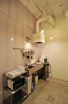 【2F キッチン】豊富な調理器具 電子レンジ オーブントースター 炊飯器完備