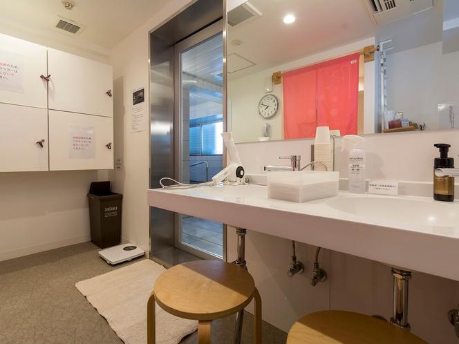 【6F 女性用大浴場 脱衣所】鍵付きのロッカーもございます