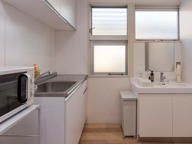 【各階 ミニキッチン】お部屋でのご飲食の際、洗い物にお使いください