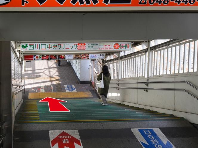 【道案内】②階段を降りるとロータリーに出ます
