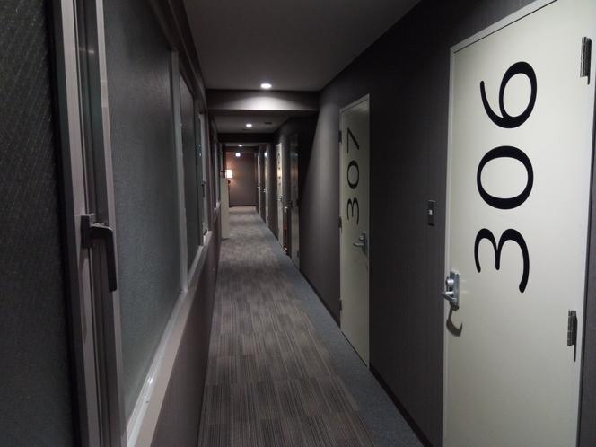 【3F 廊下】シックでモダンな雰囲気で落ち着きます♪