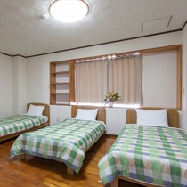 トリプルベッドルーム(シングルベッド×3台設置)