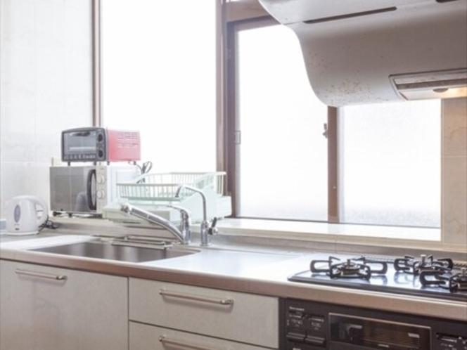 キッチン(3口コンロを完備)